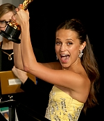671_alicia_vikander_88th_annual_academy_awards_press_room.jpg