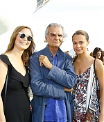 019_alicia_vikander_louis_vuitton_2017_cruise_collection.jpg